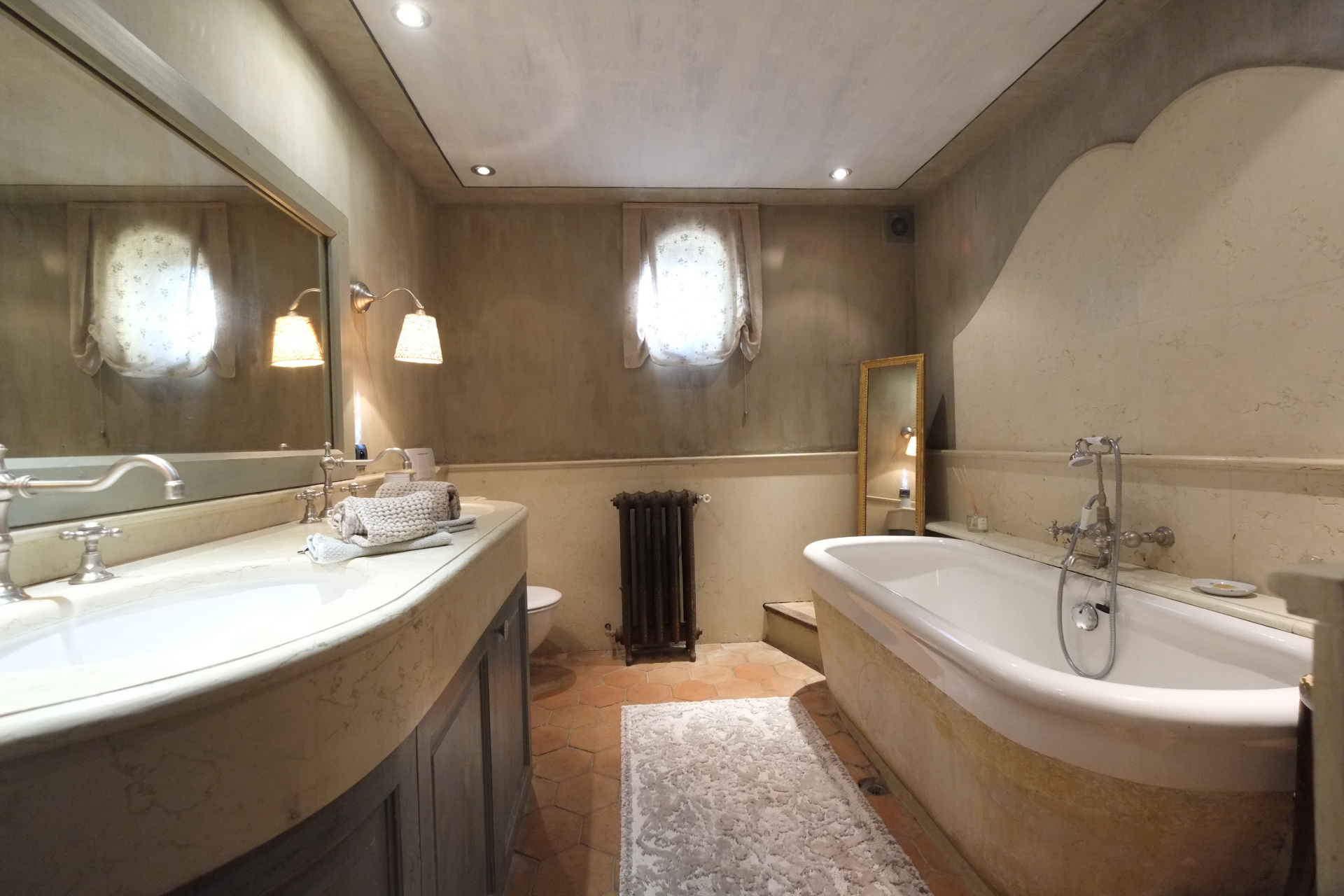 St Honorat bathroom
